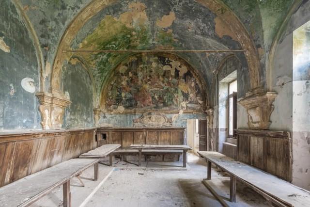 Những bức bích họa bị bỏ rơi của giới thượng lưu xưa tại châu Âu - Ảnh 1.