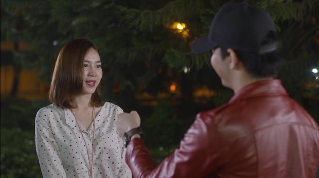 Mối tình đầu của tôi - Tập 46: Dù bị thương vì tai nạn, Minh Huy vẫn trốn bệnh viện chạy đến bên lúc An Chi buồn - Ảnh 12.