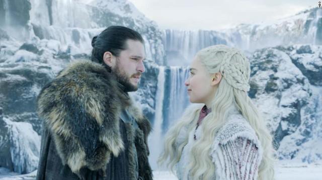 Games of Thrones phần 8: Tập 1 phát sóng, Sansa Stark và Mẹ Rồng lườm nhau cháy mắt - Ảnh 2.