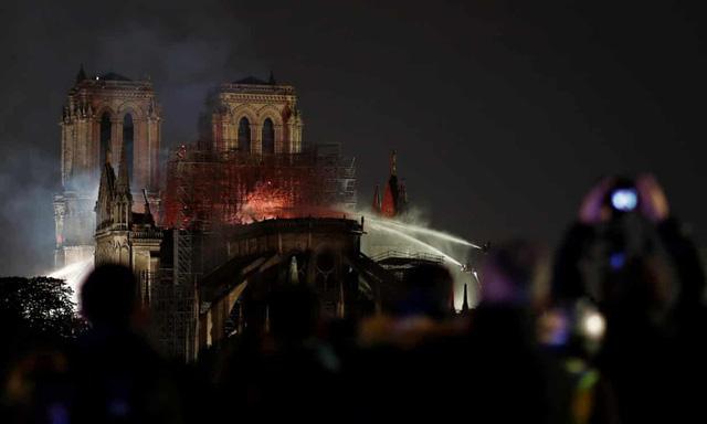 Vụ cháy nhà thờ Đức Bà Paris: Cấu trúc chính an toàn, nhiều tác phẩm nghệ thuật được cứu - Ảnh 2.