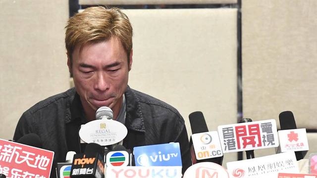 Bị tung clip thân mật với đồng nghiệp trên xe hơi, Hứa Chí An tuôn nước mắt xin lỗi trong cuộc họp báo - Ảnh 1.