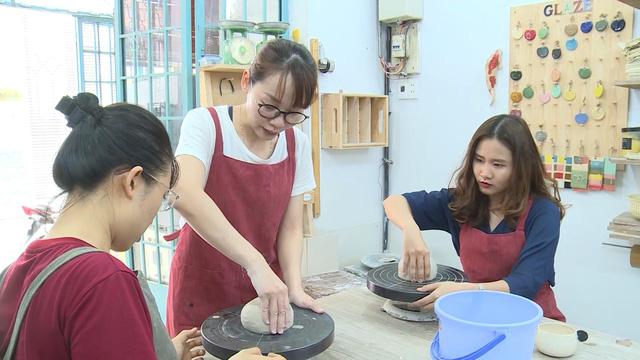 Thư giãn với lớp học làm gốm Bát Tràng tại TP Hồ Chí Minh - Ảnh 3.