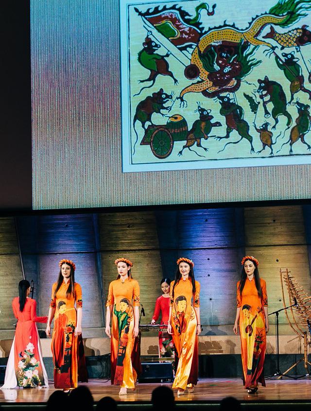 NTK Đỗ Trịnh Hoài Nam trình diễn 2 BST mới tại trụ sở chính của UNESCO - Ảnh 1.