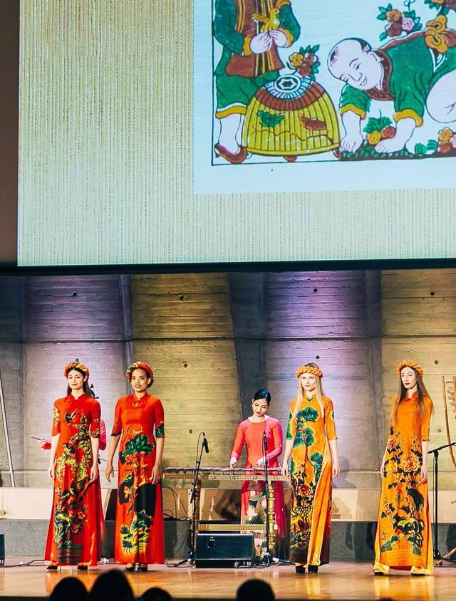 NTK Đỗ Trịnh Hoài Nam trình diễn 2 BST mới tại trụ sở chính của UNESCO - Ảnh 2.