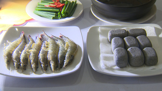 Tôm xông khói - Món ngon từ hải sản Việt - Ảnh 1.