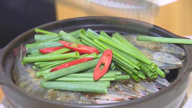 Tôm xông khói - Món ngon từ hải sản Việt - Ảnh 4.