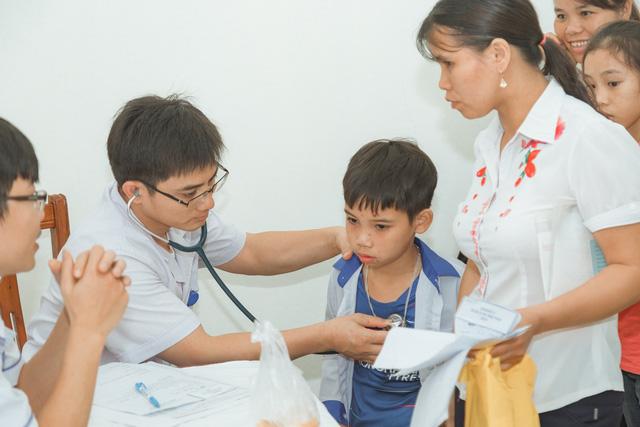11 bệnh nhi tim bẩm sinh tại Phú Thọ được làm thủ tục hỗ trợ phẫu thuật miễn phí từ Trái tim cho em - Ảnh 3.