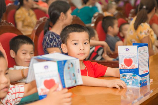 11 bệnh nhi tim bẩm sinh tại Phú Thọ được làm thủ tục hỗ trợ phẫu thuật miễn phí từ Trái tim cho em - Ảnh 5.