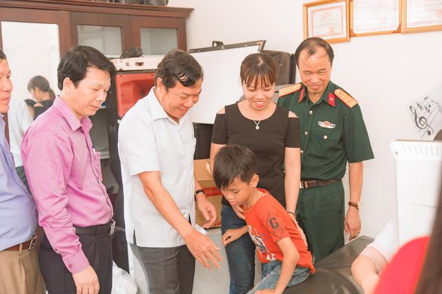 11 bệnh nhi tim bẩm sinh tại Phú Thọ được làm thủ tục hỗ trợ phẫu thuật miễn phí từ Trái tim cho em - Ảnh 2.