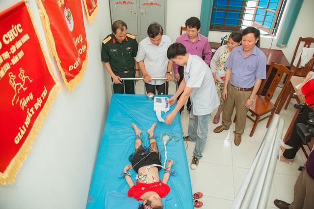 11 bệnh nhi tim bẩm sinh tại Phú Thọ được làm thủ tục hỗ trợ phẫu thuật miễn phí từ Trái tim cho em - Ảnh 8.