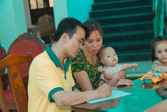 11 bệnh nhi tim bẩm sinh tại Phú Thọ được làm thủ tục hỗ trợ phẫu thuật miễn phí từ Trái tim cho em - Ảnh 10.
