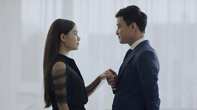 Mê cung - Tập 1: Háo hức trong ngày kỷ niệm tình yêu, Lam Anh (Hoàng Thùy Linh) lại bị bạn trai Khánh (Hồng Đăng) cho leo cây - Ảnh 1.