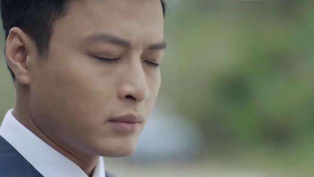 Mê cung - Tập 1: Háo hức trong ngày kỷ niệm tình yêu, Lam Anh (Hoàng Thùy Linh) lại bị bạn trai Khánh (Hồng Đăng) cho leo cây - Ảnh 6.