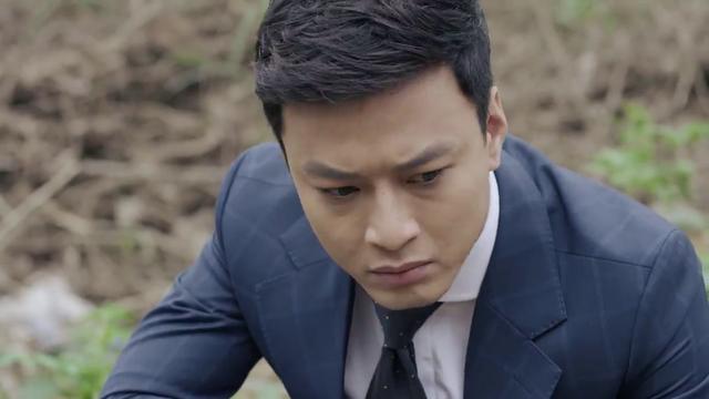 Mê cung - Tập 1: Háo hức trong ngày kỷ niệm tình yêu, Lam Anh (Hoàng Thùy Linh) lại bị bạn trai Khánh (Hồng Đăng) cho leo cây - Ảnh 7.