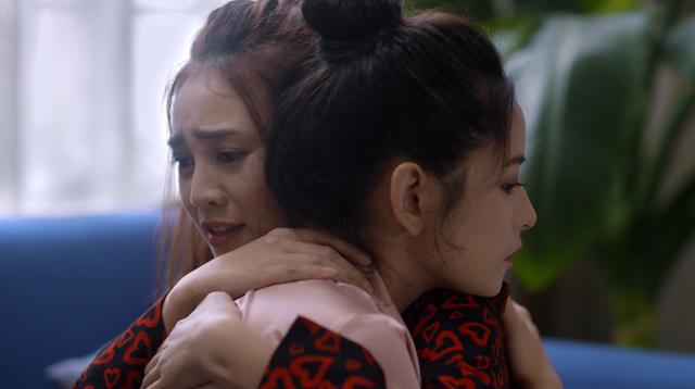 Mối tình đầu của tôi - Tập 53: Trong khi An Chi - Nam Phong trao nhau nụ hôn ngọt ngào, Minh Huy cô đơn dưới mưa - Ảnh 5.