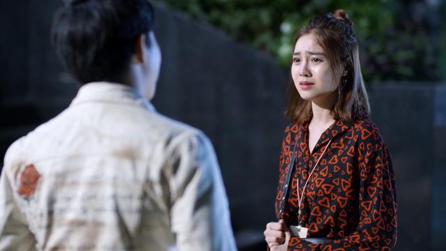 Mối tình đầu của tôi - Tập 53: Trong khi An Chi - Nam Phong trao nhau nụ hôn ngọt ngào, Minh Huy cô đơn dưới mưa - Ảnh 7.
