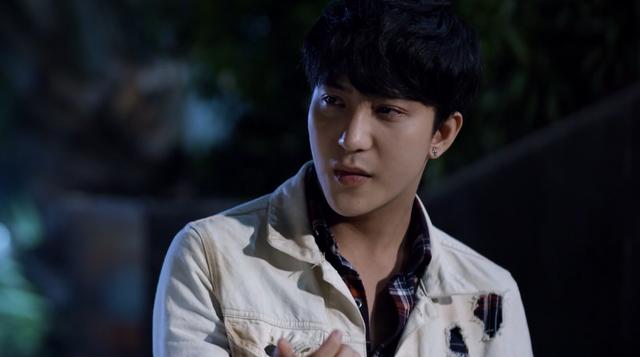 Mối tình đầu của tôi - Tập 53: Trong khi An Chi - Nam Phong trao nhau nụ hôn ngọt ngào, Minh Huy cô đơn dưới mưa - Ảnh 9.