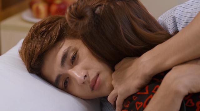 Mối tình đầu của tôi - Tập 53: Trong khi An Chi - Nam Phong trao nhau nụ hôn ngọt ngào, Minh Huy cô đơn dưới mưa - Ảnh 13.