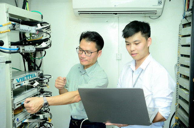 Viettel phát sóng trạm 5G đầu tiên của Việt Nam - Ảnh 1.