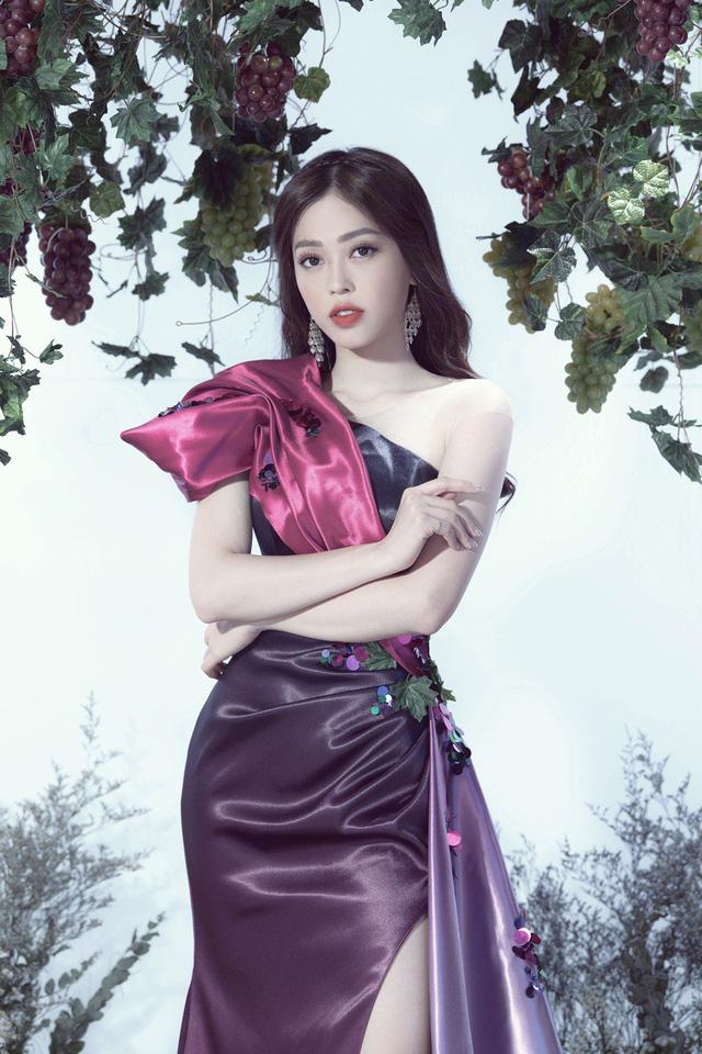 Top 3 Hoa hậu Việt Nam 2018 hóa thành nữ thần nho trong bộ ảnh mới - Ảnh 3.