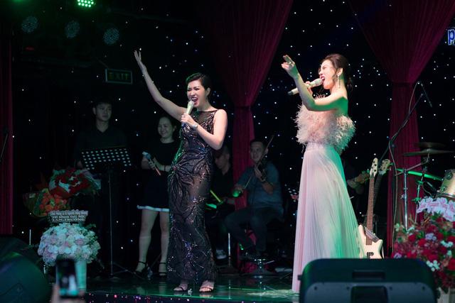 Nguyễn Hồng Nhung nồng nàn cùng Lệ Quyên trên sân khấu - Ảnh 1.