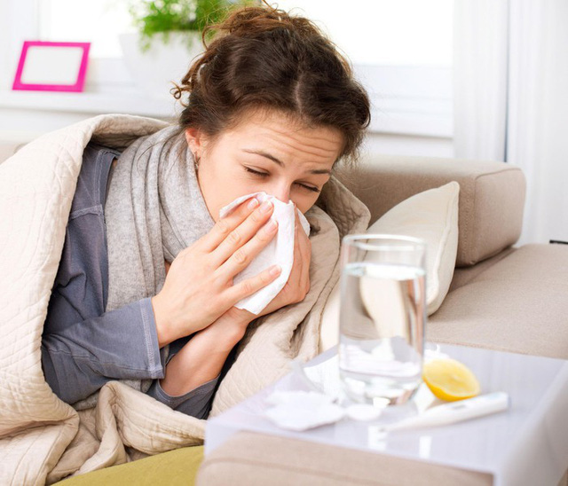 Tác hại khôn lường khi uống nước lạnh ngày nóng - Ảnh 2.