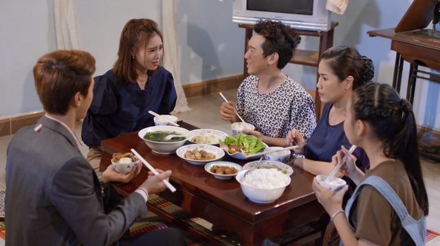 Mối tình đầu của tôi - Tập 55: Nam Phong ra mắt bố mẹ vợ tương lai, vô tình chạm mặt Hạ Linh - Ảnh 2.