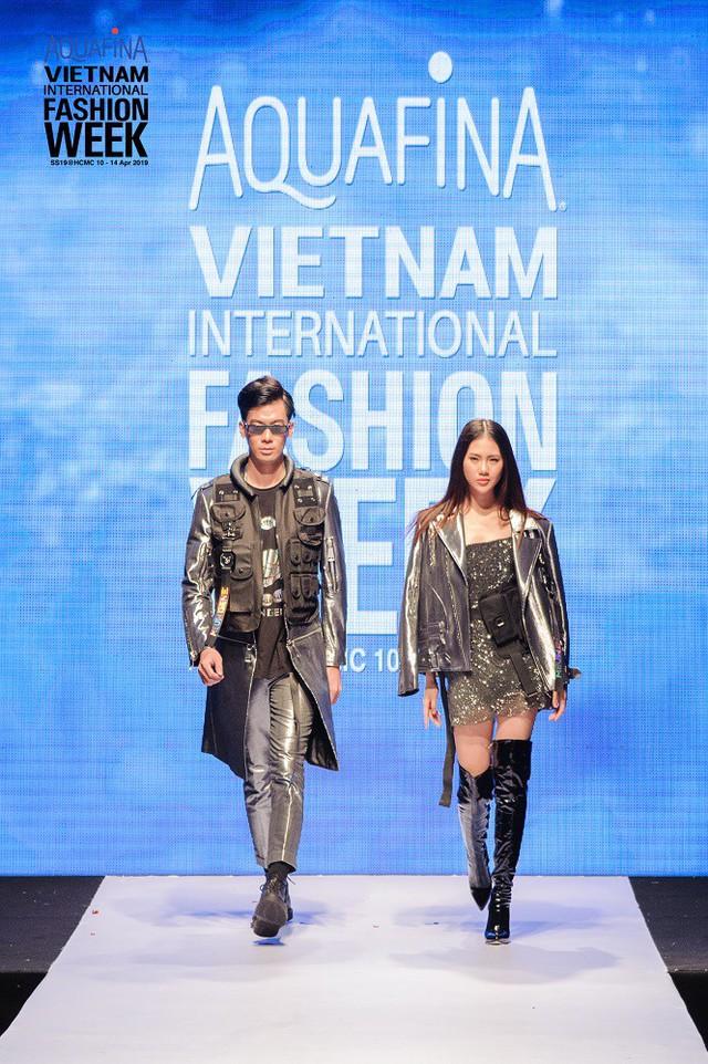 Thay thế Công Trí, Chung Thanh Phong tự tin làm nên điều đặc biệt mở màn Tuần lễ thời trang quốc tế Việt Nam Xuân - Hè 2019 - Ảnh 1.