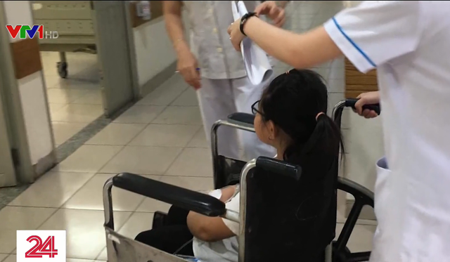 TP.HCM: 30 học sinh tiểu học nhập viện do ngộ độc thực phẩm - Ảnh 1.