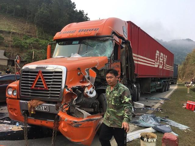Xe khách biển số Lào va chạm xe container ở Sơn La - Ảnh 2.