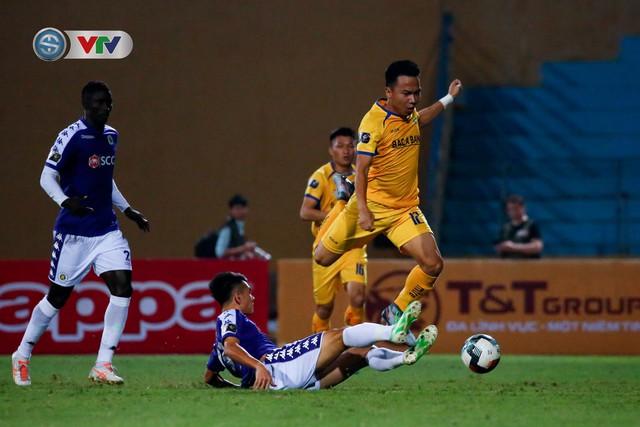 ẢNH: Thắng đậm Sông Lam Nghệ An, CLB Hà Nội vươn lên dẫn đầu V.League - Ảnh 3.