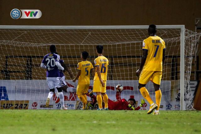 ẢNH: Thắng đậm Sông Lam Nghệ An, CLB Hà Nội vươn lên dẫn đầu V.League - Ảnh 6.