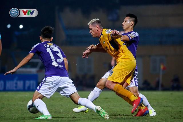 ẢNH: Thắng đậm Sông Lam Nghệ An, CLB Hà Nội vươn lên dẫn đầu V.League - Ảnh 11.