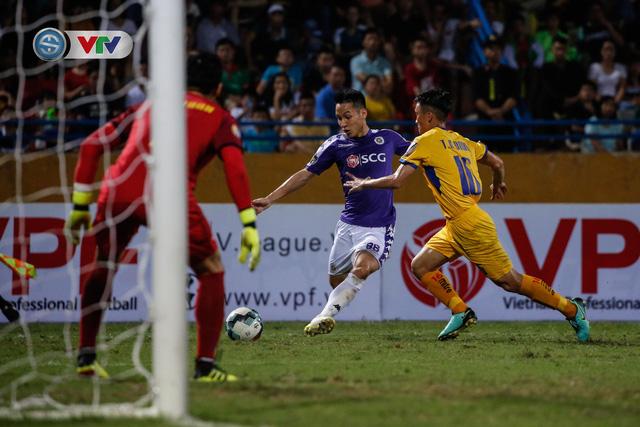 ẢNH: Thắng đậm Sông Lam Nghệ An, CLB Hà Nội vươn lên dẫn đầu V.League - Ảnh 18.