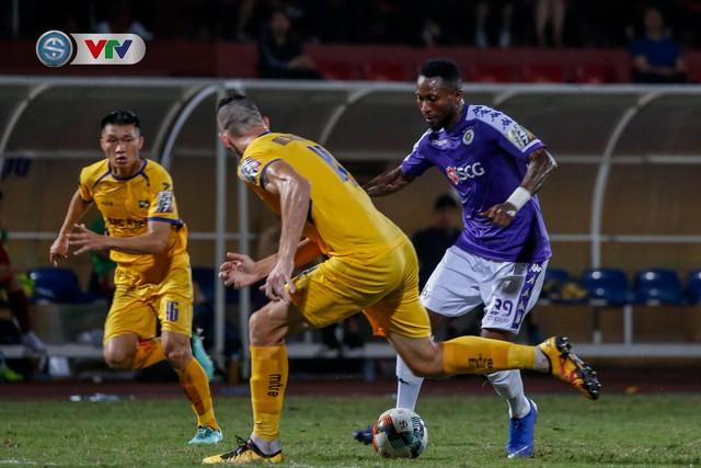 ẢNH: Thắng đậm Sông Lam Nghệ An, CLB Hà Nội vươn lên dẫn đầu V.League - Ảnh 19.