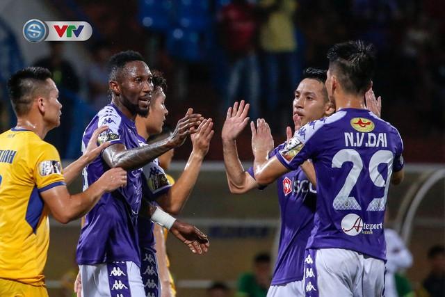 ẢNH: Thắng đậm Sông Lam Nghệ An, CLB Hà Nội vươn lên dẫn đầu V.League - Ảnh 21.