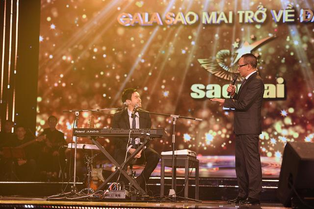 Chàng trai gốc Việt gây sốt trên mạng xã hội khi mang cả phòng thu lên sân khấu Gala Sao Mai 2019 - Ảnh 6.