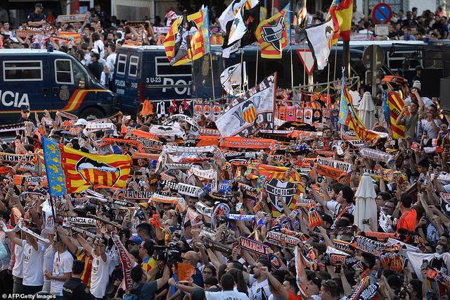 ẢNH: Arsenal thắng thuyết phục Valencia để giành quyền vào chung kết Europa League - Ảnh 2.