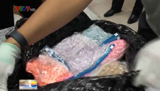 Phát hiện bưu kiện nhập khẩu vào Việt Nam chứa ma túy - Ảnh 2.