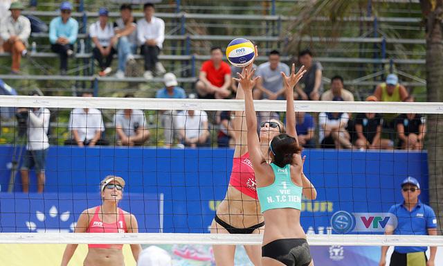Ảnh: Những khoảnh khắc ấn tượng tại giải bóng chuyền bãi biển nữ thế giới Tuần Châu - Hạ Long 2019 ngày 11/5 - Ảnh 4.