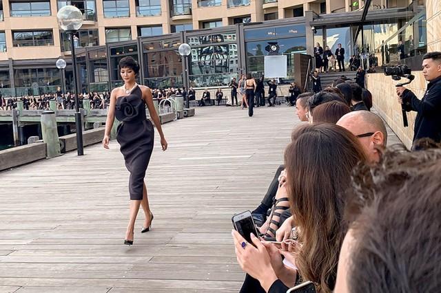 Hhen Niê xinh đẹp hút mắt khi hội ngộ Hoa hậu Hoàn vũ Australia 2018  - Ảnh 1.