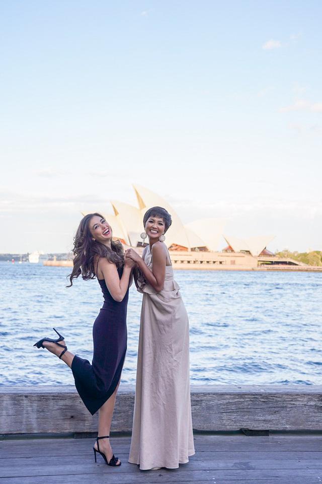 Hhen Niê xinh đẹp hút mắt khi hội ngộ Hoa hậu Hoàn vũ Australia 2018  - Ảnh 2.