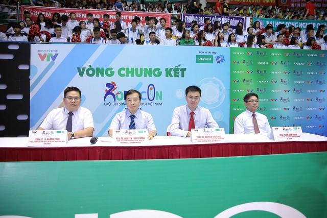 Những người cầm cân nảy mực tại VCK Robocon Việt Nam 2019 - Ảnh 1.