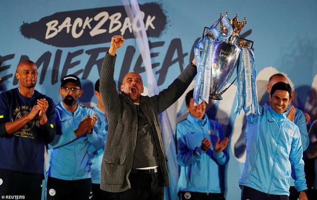 ẢNH: Khoảnh khắc ấn tượng trong ngày Man City đăng quang Ngoại hạng Anh - Ảnh 14.