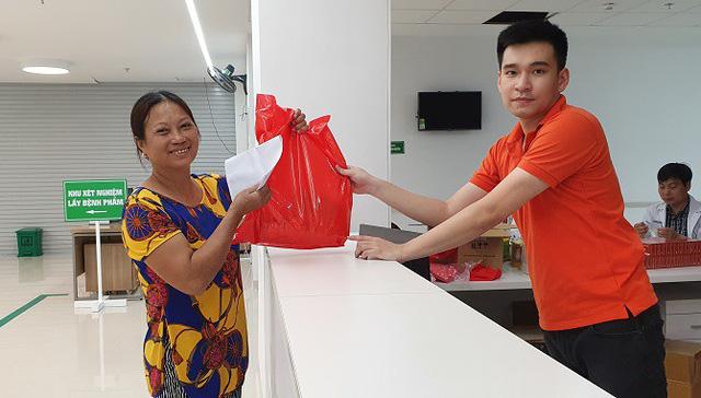 Khám sàng lọc ung thư vú cho hơn 300 phụ nữ ở Hà Nam - Ảnh 3.