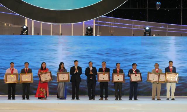 Bế mạc Festival biển Nha Trang 2019: Xác lập 10 kỷ lục quốc gia - Ảnh 1.