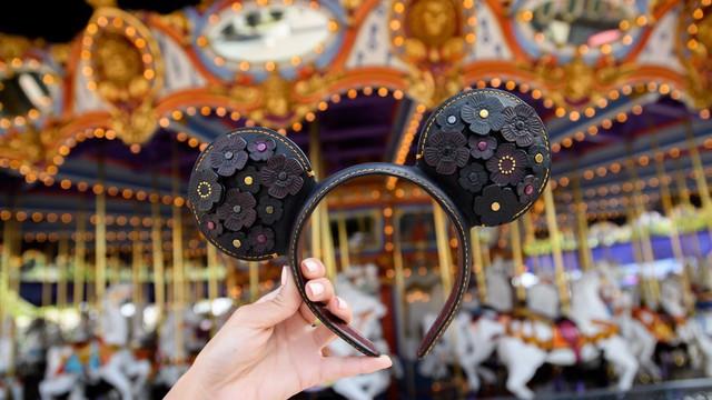"""Disney """"rủ"""" Karlie Kloss Heidi Klum ra mắt bộ sưu tập nơ chuột Mickey và Minnie - Ảnh 2."""