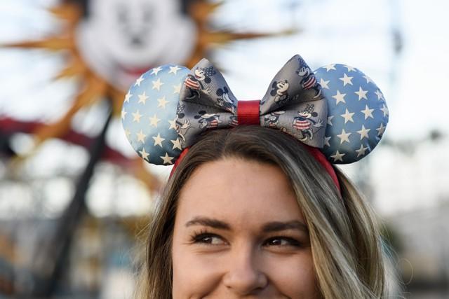 """Disney """"rủ"""" Karlie Kloss Heidi Klum ra mắt bộ sưu tập nơ chuột Mickey và Minnie - Ảnh 3."""