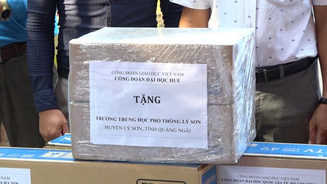 Thăm khám bệnh miễn phí cho hơn 300 thầy cô giáo tại đảo Lý Sơn - Ảnh 3.