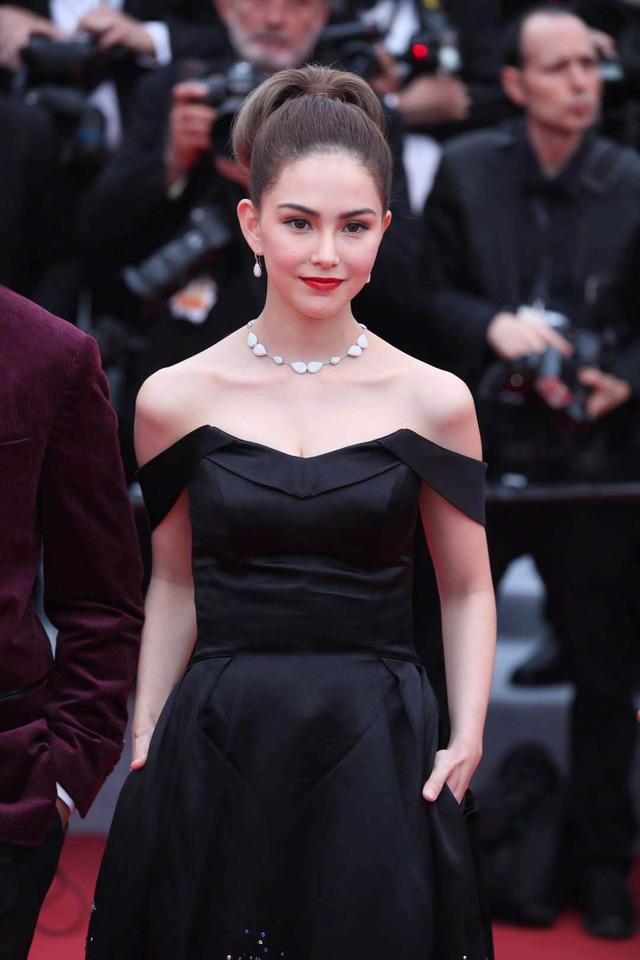 Châu Kiệt Luân bị phát hiện lẫn trong đám đông ngắm vợ tại Cannes - Ảnh 1.